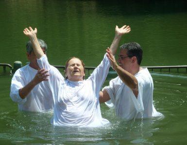 Wat zegt de Bijbel over de doop?