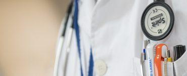 Is het een gebrek aan geloof om na een gebed om genezing naar een dokter te gaan?
