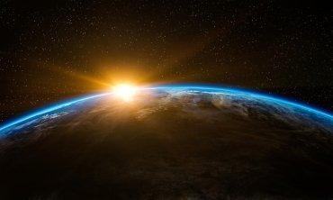 """Wat betekent het dat de aarde """"woest en leeg"""" was?"""
